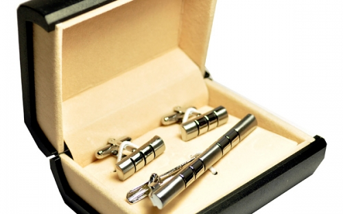 Респектабельные серебряные запонки и зажим для галстука с засечками