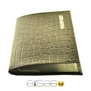Черная обложка для паспорта под крокодиловую кожу
