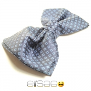 Классическая серо-голубая бабочка-галстук под белую рубашку